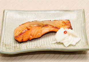 生鮭の鍋照り焼き かぶのあちゃら添え