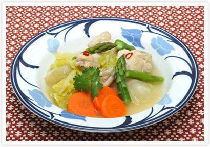 鶏手羽元と野菜のタイ風スープ煮