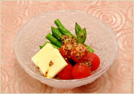アスパラガスとチーズのサラダ