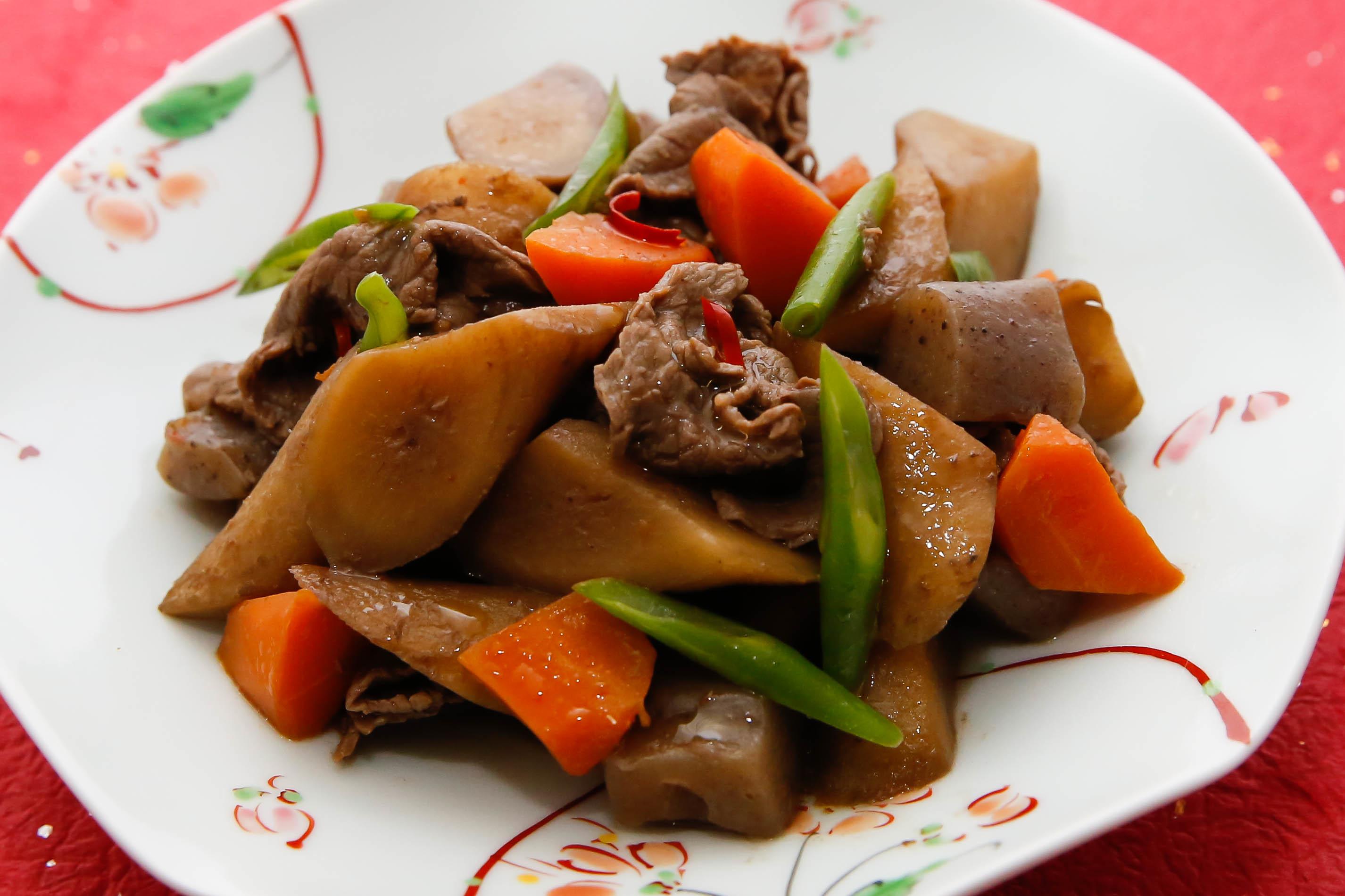 牛肉とごぼうの五目煮