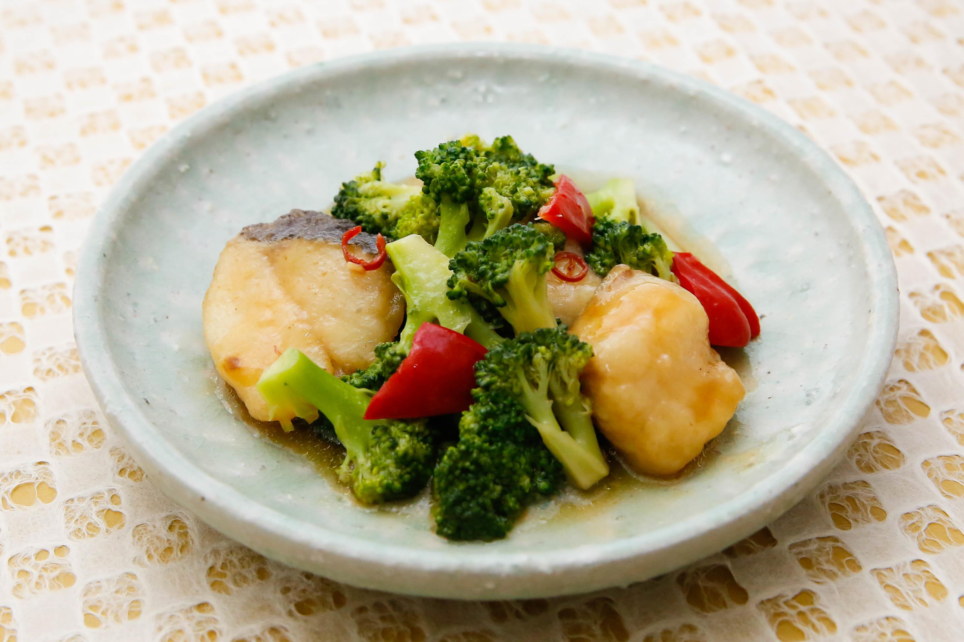 揚げ魚とブロッコリーのあんかけ