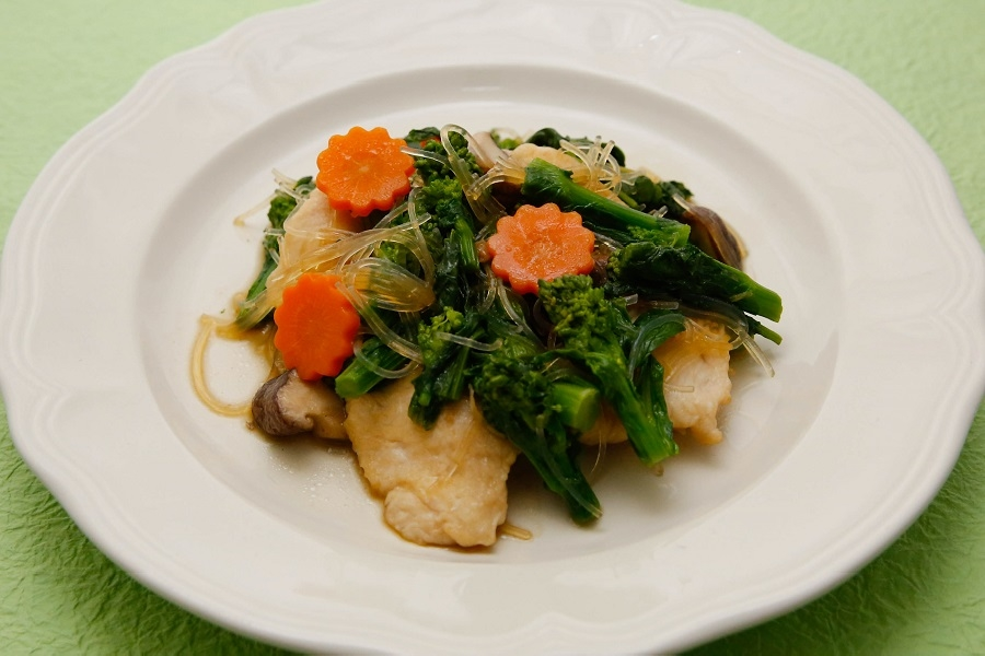 鶏肉と菜の花の生姜炒め煮
