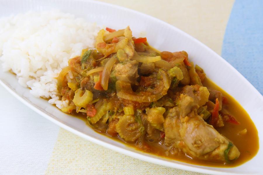セロリと鶏肉、パプリカのカレー