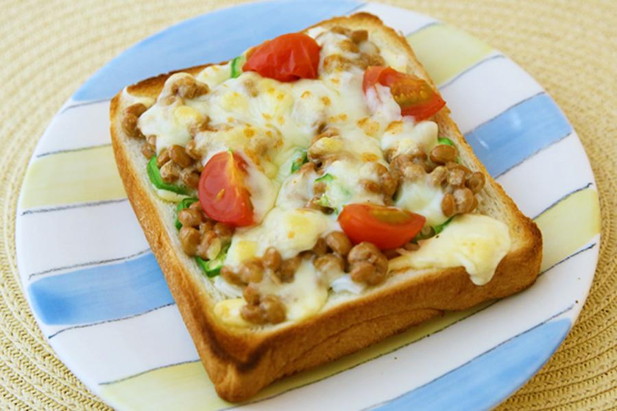 納豆オクラピザトースト